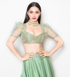 Actress Kiara Advani In Green Lehenga Choli At India Couture Week 2018 Blouse Back Neck Designs, Stylish Blouse Design, Sari Blouse Designs, Fancy Blouse Designs, Bridal Blouse Designs, Indian Fashion Dresses, Dress Indian Style, Indian Designer Outfits, Indian Wear