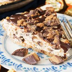 No Bake Peanut Butter Cup Pie w/Nutter Butter crust. - this easy no bake peanut butter cheesecake is full of peanut butter cups with a NUTTER BUTTER pie crust! PIN IT NOW to save for later! Easy Desserts, No Bake Desserts, Delicious Desserts, Dessert Recipes, Yummy Food, Baking Desserts, Health Desserts, Peanut Butter Cup Pie Recipe, Peanut Butter Desserts