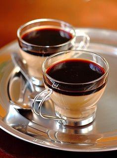Kawa Panna Cotta: zwijają się z jednym z nich! I Love Coffee, Coffee Break, My Coffee, Coffee Cafe, Coffee Drinks, Coffee Shop, Tea Cafe, Chocolate Cafe, Pause Café