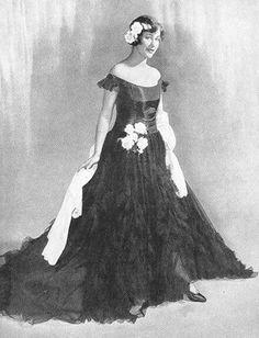 Grace Moore Grace Moore, Aurora Sleeping Beauty, Goth, Victorian, Disney Princess, Disney Characters, Dresses, Style, Fashion