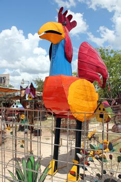 Someone turned me on to http://www.theblogess.com a little while ago, there is a whole story behind giant metal chickens.  Since my Mom was a chicken freak, I just love this stuff!  KKMF!