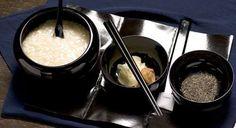 永平寺の朝餉 玄米粥と漬物と黒ゴマ塩