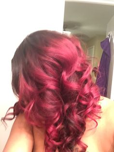 Sooooooo I finally did it. Dyed my Brazilian hair ombré with Raging Red by Creme of Nature. I love the way it turned out. Shout out to my stylist @dabostics
