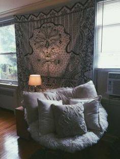 Would love this in the corner of my room! So comfortable. Would make a great reading nook:)