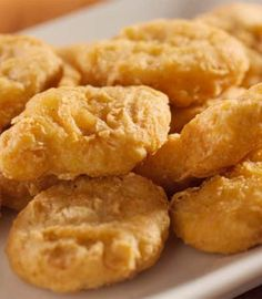 This relatively quick and easy recipe shows you how to make McDonalds quality chicken nuggets at home, perfect nuggets for a good snacking session!
