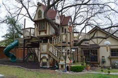 The most fantastic treehouse / garden playhouse ever!
