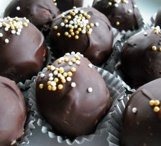 Trüffelgolyók – ajándékba is! Rum Balls, Chocolate Lovers, Muffin, Cooking Recipes, Cookies, Eat, Breakfast, Food, Craft Ideas
