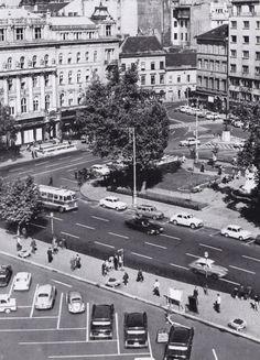 Ilyen is volt Budapest - évek, Vörösmarty tér Old Pictures, Old Photos, Vintage Photos, Historical Photos, Hungary, Budapest, Arch, Street View, History