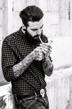 Edwar Tiger Photo: David Alvarez - an andorran boy Hipsters, Estilo Hipster, Der Gentleman, Style Masculin, Man Smoking, Beard Lover, Inked Men, Hommes Sexy, Beard Tattoo