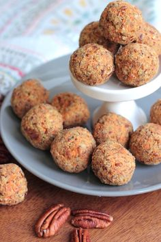 These paleo carrot cake energy balls are simple, delicious and packed with nutrients. Try them as a morning snack, afternoon treat, or pre-workout fuel!