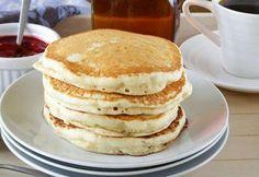 Pancakes très moelleux au thermomix,recette des pancakes bien légers faciles et rapides à préparer en moins de 5 minutes, idéal à servir au petit-déjeuner ou comme dessert.