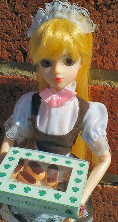 """JDoll """"Belle De Ville"""" maid re-dress (4/15)"""