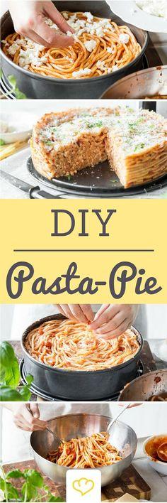 Resteverwertung deluxe: Wie du dir aus Nudelresten einen Pasta Pie machst
