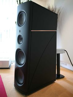 Magico Q7 loudspeaker at LifeLike