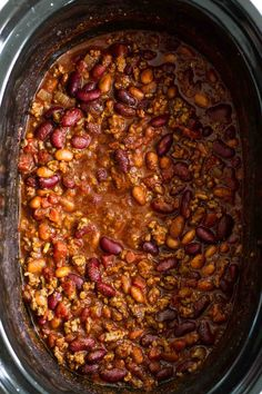 This easy Crock Pot Chili recipe only takes about 15 minutes to prep before you slow cook it all day long for the best crock pot chili. Mild enough for the whole family, but still packed with tons of flavor! Crock Pot Chili, Slow Cooker Chili, Chili Chili, Easy Crockpot Chili, Crock Pot Chilli Recipe, Healthy Crockpot Recipes, Slow Cooker Recipes, Gourmet Recipes, Cooking Recipes