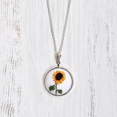 Wildflower Necklace. Sunflower Necklace. Nature Jewelry. Floral Necklace. Yellow Necklace. Sunflower Wedding Favors. Gift for Bridesmaids