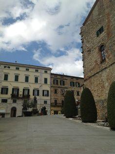 Salendo verso la piazza e il bar centrale. #Siena - to do for summer