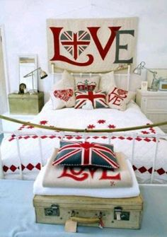 London theme bedroom IM IN LOVE WITH THIS ROOM! That bed looks so cozy