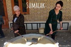 Two ethnic Tajik women preparing Sumalak. In Samarkand and Bukhara are there are living many Tajik people. That's why many people from Samarkand and Bukhara are bilingual or trilingual (Uzbek, Tajik, Russian).