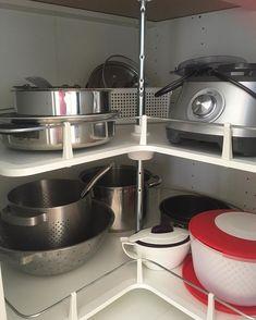 3 mistakes that are costing you time and money in your kitchen Kitchen Storage Hacks, Kitchen Cabinet Organization, Storage Cabinets, Storage Spaces, Kitchen Cabinets, Kitchen Appliances, Classic Kitchen, Layout, Kitchen Corner