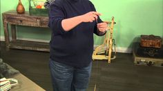 Abby Franquemont shares her favorite tips and tricks for the Turkish spindle in this free video! If you're wanting a portable spindle to spin yarn on the go, the Turkish spindle is a great solution. Spinning Wool, Hand Spinning, Spinning Wheels, Spin Me Right Round, Drop Spindle, Spin Out, Spin Class, Fabric Yarn, Yarn Projects