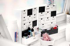 Schubladenbox selber machen. ideal zum Organsieren von Bastelmaterial, Knöpfen und sonstigem Nähzubehör. Mit Tafelfolie können einzelne Fächer sogar beschriftet werden.