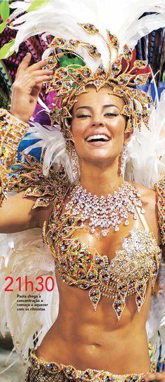 Paola Oliveira - Grande Rio; Olha que coisa mais linda Mais cheia de graça