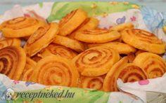 Sajtos érme recept fotóval Snack Recipes, Snacks, Hamburger, Carrots, Almond, Goodies, Chips, Mexican, Vegetables