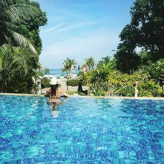 Who would you like to invite to enjoy our infinity pool?  (Image by @my_musthave)  #camakila #camakilabali #legian #bali #Dessert #Tripadvisor