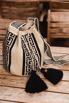Tapestry Bag, Tapestry Crochet, Crochet Motif, Crochet Patterns, Diy Bag Designs, Potli Bags, Loom Knitting, Knitting Machine, Unique Crochet