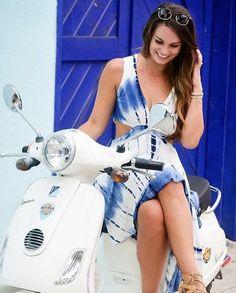 Vespa Bike, Motos Vespa, Lambretta Scooter, Scooter Motorcycle, Motorbike Girl, Vespa Scooters, Motorcycle Girls, Lady Biker, Biker Girl