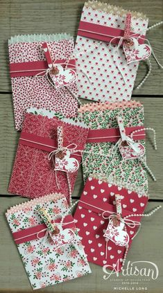 Love Blossoms DSP is perfect for mini treat bags~ Michelle Long Más Valentine Treats, Valentine Day Cards, Valentines, Stampin Up Weihnachten, Paper Toy, Envelope Punch Board, Treat Bags, Gift Bags, Favor Bags