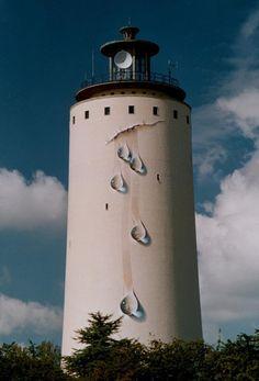 De 'lekkende' watertoren van Oostburg, kunstwerk van Johnny Beerens.