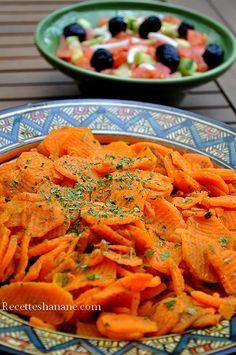 Au Maroc, autour du plat principal, on sert souvent des salades chaudes et froides, rafraichissantes, c'est une bonne habitude chez la plupart des familles Marocaines car cela permet de consommer beaucoup de légumes variés avec des modes de cuisson différents... Arabian Food, Vegetarian Recipes, Healthy Recipes, Asian Recipes, Ethnic Recipes, Paella, Entrees, Salads, Food And Drink