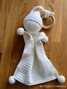 Look what I discovered on Freubelweb.nl: a free crochet sample from De Ligny Creations to make a cuddly doll www. Schau mal, was ich auf Freubelweb.nl gefunden habe: eine kostenlose Häkelanleitung von De Ligny C This Pin was discovered by Onl Crochet Diy, Crochet Lovey, Crochet Baby Toys, Crochet Gratis, Crochet Baby Booties, Love Crochet, Crochet For Kids, Crochet Dolls, Crochet Patterns Amigurumi