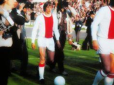Johan Cruyff. L'entrée de l'artiste sur le terrain.