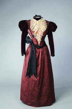 Oliver & Co. day dress ca. 1898 From the Drexel Historic Costume Collection