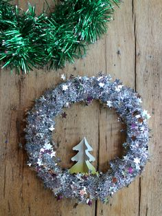 Christmas wreath DIY tutorial https://happythought.co.uk/craft-ideas/tinsel-wreath