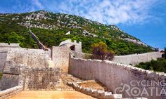 Did you know that Ston city walls are the second largest in the whole world after the Great Wall of China? After cycling over beautiful Peninsula Pelješac on the last day of Dalmatian Cycling tour we'll take you for a lovely sightseeing walk ...http://www.cyclingcroatia.com/en/blog/ston-city-walls-9