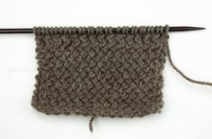En este post vamos a aprender a tejer punto mimbre, también llamado punto cruzado. Es un tipo de punto muy utilizado. Aprende a Tejer - Blog Paca La Alpaca Knitting Stiches, Louis Vuitton Damier, Knit Crochet, Wool, Pattern, Handmade, Diy, Lana, Stitches