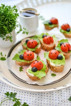 Anyżkowo: Sandwiches ladybugs for shy feeders Easy Salad Recipes, Easy Salads, Crab Stuffed Avocado, Light Summer Dinners, Cottage Cheese Salad, Salad Dishes, Lime Chicken, Appetizers For Party, Quick Meals