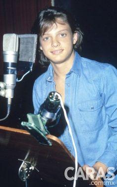 El cantante inició su carrera artística a muy temprana edad.