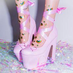 39 Super Ideas For Clothes Pink Pastel Goth Harajuku Fashion, Japan Fashion, Kawaii Fashion, Lolita Fashion, Cute Fashion, Fashion Shoes, Fashion Outfits, Dr Shoes, Crazy Shoes