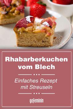 Rhabarberkuchen vom Blech: Einfaches Rezept mit Streuseln Cupcakes, French Toast, Muffin, Breakfast, Food, Vanilla Cream, Sweet Desserts, Simple Cakes, Morning Coffee