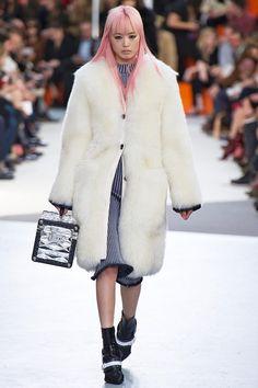 Coleção // Louis Vuitton, Paris, Inverno 2016 RTW // Foto 3 // Desfiles // FFW