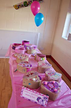 Craft Activities for a My Little Pony Party - An Organised Mess Sleepover Birthday Parties, My Little Pony Birthday Party, Unicorn Birthday Parties, Bachelorette Parties, Barbie Birthday, Barbie Party, Girl Birthday, Birthday Activities, Birthday Crafts