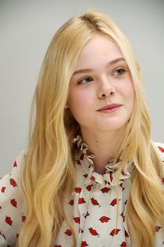 """Elle Fanning: """"Super Press Conference / The Sleeping Beauty inspired Fashion Dakota Fanning Y Elle, Cute Faces, Celebs, Celebrities, Celebrity Pictures, Celebrity Gallery, Beautiful Actresses, American Actress, Beauty Women"""