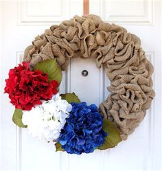 Patriotic Decorations: How to Make a Burlap Wreath. Bring a touch of Americana to your front door with these easy burlap summer wreaths ideas. Thanks Etsy owner for letting us share. Patriotic Crafts, Patriotic Wreath, July Crafts, 4th Of July Wreath, Burlap Wreath Tutorial, Diy Wreath, Burlap Wreaths, Wreath Ideas, Door Wreaths