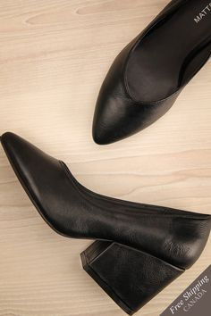 Stanley Orage #boutique1861 / Classic, minimalist, and structured, these Matt & Nat high heels are your greatest allies, no matter the occasion. Made with vegan faux-leather, these pointed toe block heels encourage you to dance, walk, or work with ease, comfort, and style!