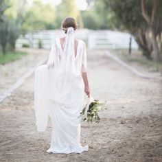 This veil is perfect for a wedding in the countryside.